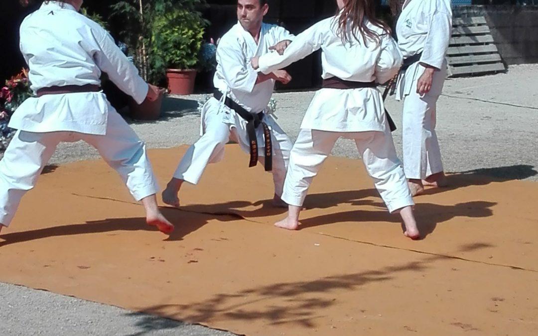 Atletas do HCM estiveram presentes em demonstração de karate na Feira de Gastronomia S. João do Campo